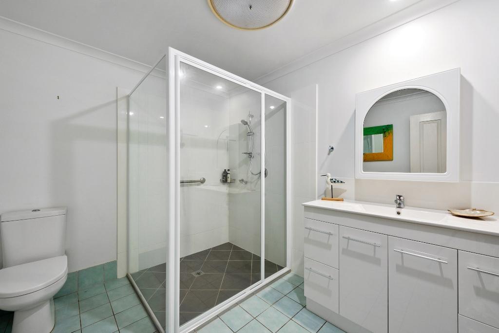 PIC010.jpg Bath # 10