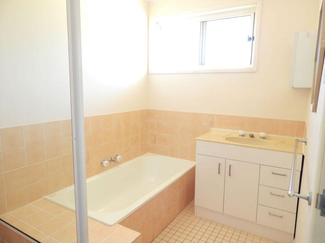 Bathroom DSCN0472 (2)
