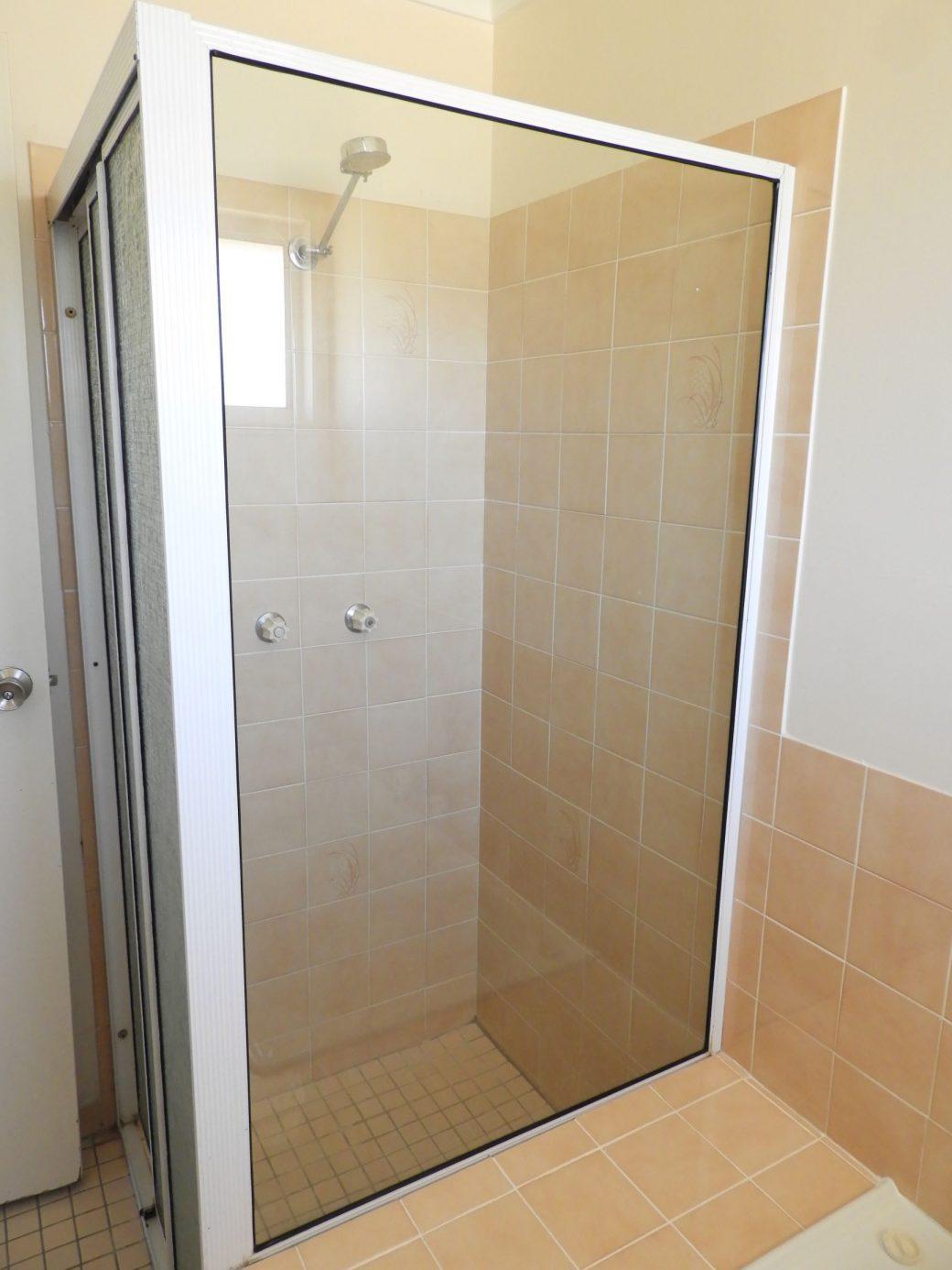 Bathroom DSCN0573 Shower