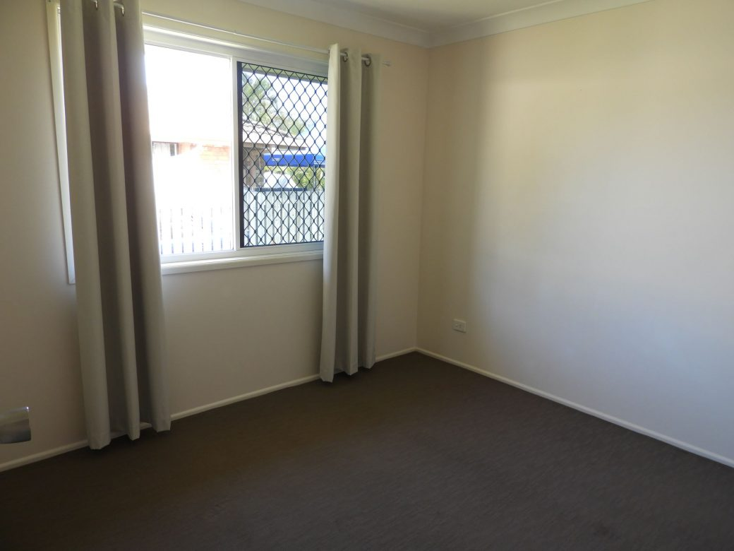 Bedroom 2 DSCN0467