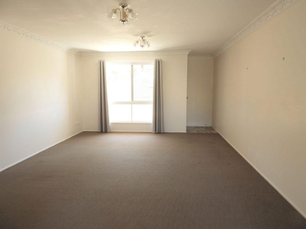 Lounge Room DSCN0458 (2)